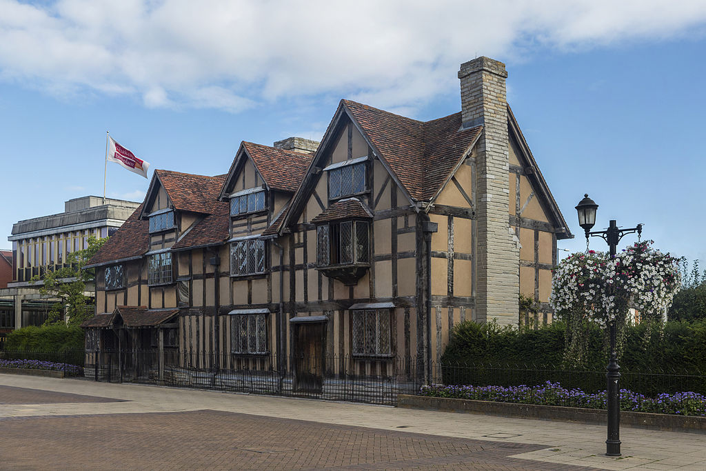 Weekend trips from London to historic towns, medieval building Shakespeare's birthplace in Stratford-upon-Avon